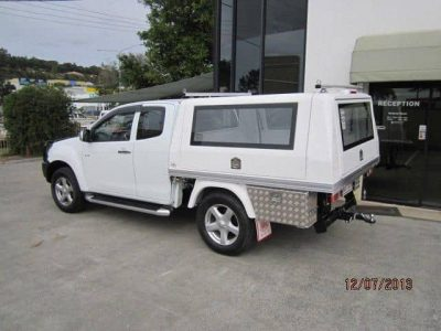 Isuzu-Dmax_LE-Extra-Cab-with-Fixed-Windows-Std-Roof-Racks-and-Toolboxes