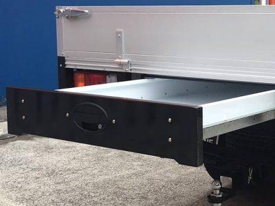 https://www.mnf4x4.com.au/media/MNF-4x4-Under-tray-drawer-trundle-traybody-accessory-400x300.jpg